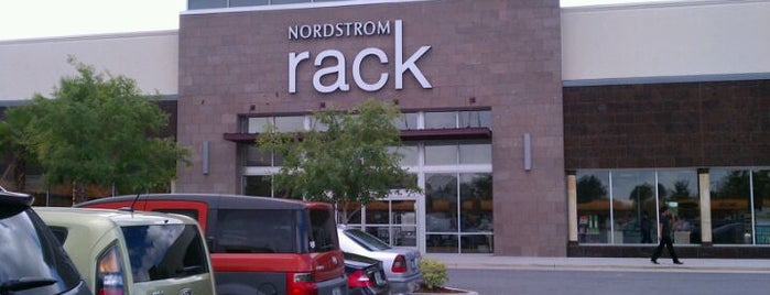 Nordstrom Rack is one of Orte, die Annette gefallen.