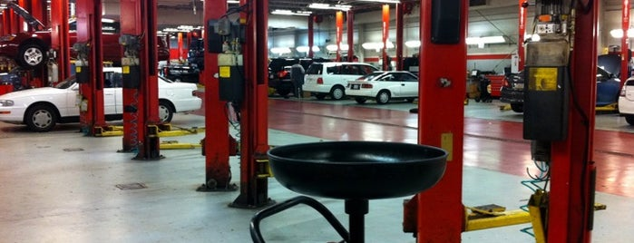 Jack Taylor's Alexandria Toyota is one of Lugares guardados de John.