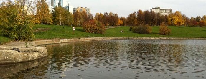 Парк Олимпийской деревни is one of Лучшие парки Мск.