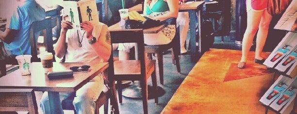 Starbucks is one of Lugares favoritos de Tre.