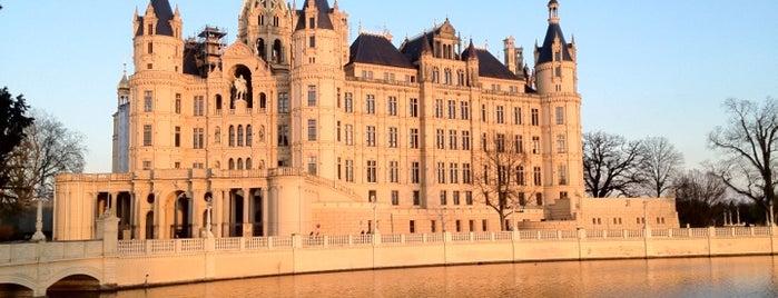 Schweriner Schloss is one of Locais curtidos por Itco.