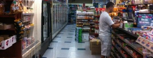 M&S Mini Mart Deli & Grocery is one of SkeeterNYC: сохраненные места.