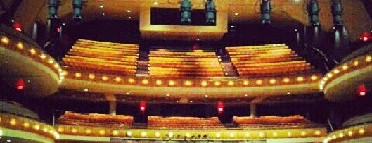 Weidner Center for the Performing Arts is one of Nicole 님이 좋아한 장소.