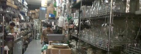 Broadway Restaurant Supply is one of Lieux sauvegardés par Jake.