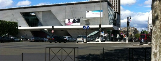 Place de la Porte Maillot is one of สถานที่ที่ ᴡᴡᴡ.Kaël.eobewg.ru ถูกใจ.