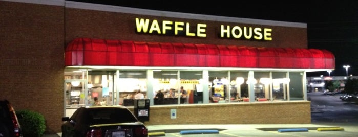 Waffle House is one of Locais curtidos por Brady.