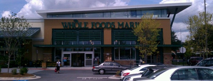 Whole Foods Market is one of Lieux qui ont plu à Lydia.