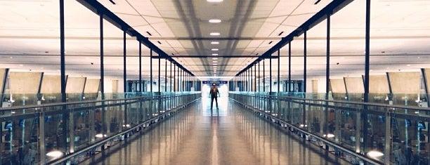 Montréal–Pierre Elliott Trudeau International Airport (YUL) is one of สนามบินนานาชาติ (1).