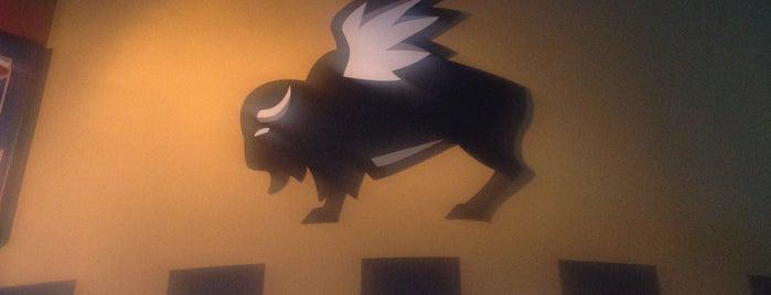 Buffalo Wild Wings is one of Lugares favoritos de Tom.