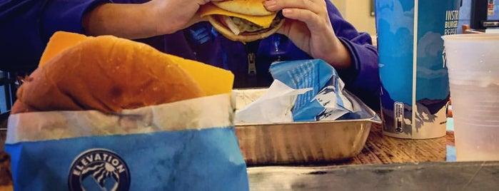 Elevation Burger is one of Orte, die Cel gefallen.