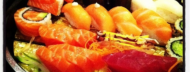 St Sushi is one of Lugares favoritos de Laura.