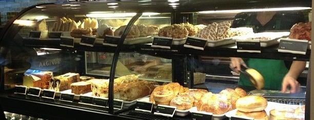 Starbucks is one of Locais curtidos por Camila.