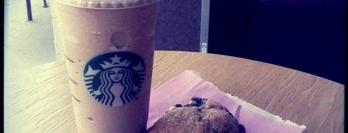 Starbucks is one of Lieux qui ont plu à Richard.