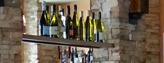 Travinia Italian Kitchen and Wine Bar is one of Lizzie 님이 저장한 장소.