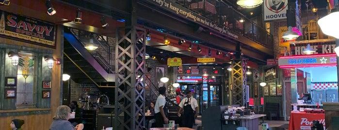 Portillo's is one of Lugares favoritos de Alan.