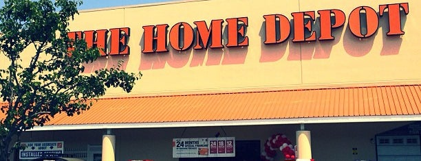 The Home Depot is one of Lieux qui ont plu à Chris.