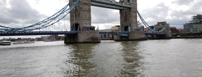 Tower of London Riverside Walk is one of Posti che sono piaciuti a Andrew.