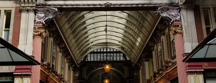Leadenhall Market is one of Posti che sono piaciuti a Andrew.