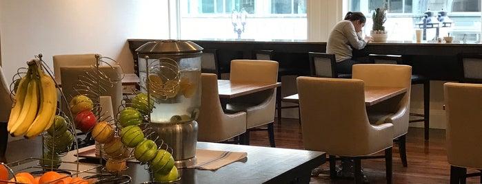 Marriott Concierge Lounge is one of Lieux qui ont plu à Neil.