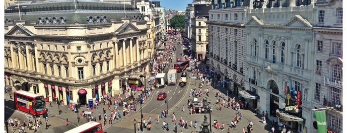 Piccadilly Circus is one of Guide To London's Best Spot's.