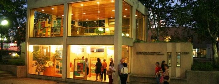 Edwards | Citi is one of Arte Contemporaneo en Santiago.
