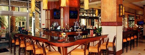 Ray's Lounge Bar is one of Locais curtidos por Brett.