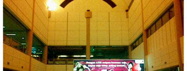 Bandar Udara Internasional Hang Nadim (BTH) is one of Part 1~International Airports....