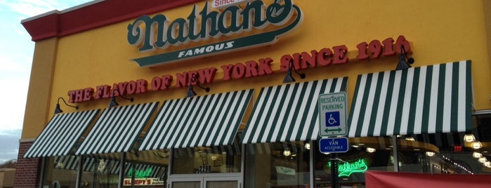 Nathan's Famous is one of Tempat yang Disukai Cindy.