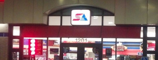 SuperAmerica is one of สถานที่ที่ Connie ถูกใจ.