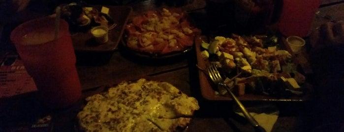 AdoBe Pizza is one of สถานที่ที่ Reeny ถูกใจ.