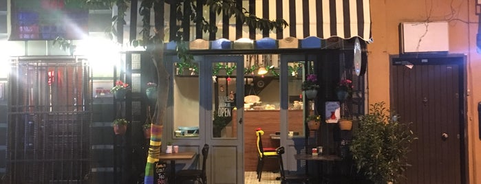 MiniMola Cafe is one of Tempat yang Disukai Tahir Cirali.