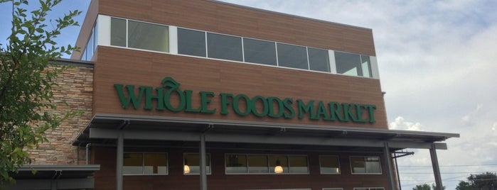 Whole Foods Market is one of Locais curtidos por KATIE.