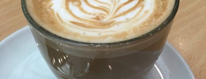 Costa Coffee is one of Locais curtidos por Leonard.