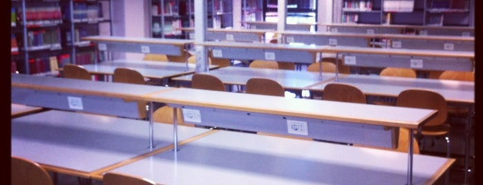 Biblioteca de la Facultad de Informática (UCM) is one of Mis centros de estudio.
