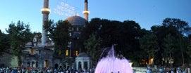 Eyüp Sultan is one of İstanbul'da Gezilmesi-Görülmesi Gereken Mekanlar.