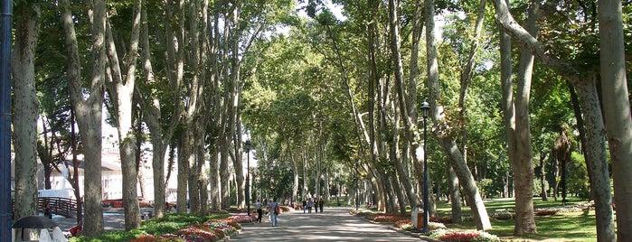 Gülhane Parkı is one of İstanbul'da Gezilmesi-Görülmesi Gereken Mekanlar.