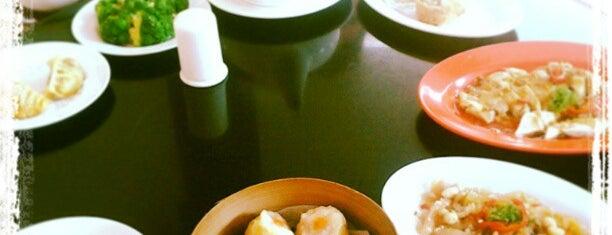 Pagoda Restaurant is one of Via's.
