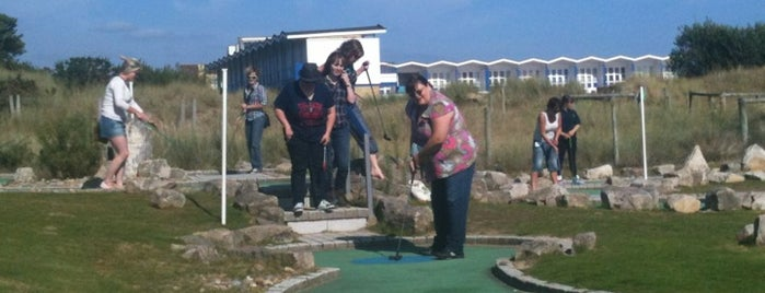 Sandbanks Park & Crazy Golf is one of Posti che sono piaciuti a Viki.