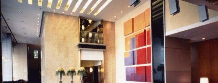 Headland Hotel 逸泰居 is one of Locais curtidos por Angela Isabel.