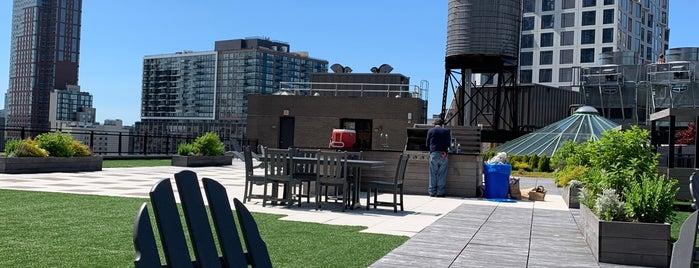 Downtown Brooklyn is one of Tempat yang Disukai Jason.