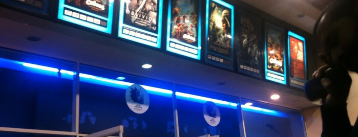 Cine Hoyts is one of Lugares guardados de Luis.