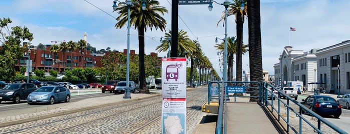MUNI Metro Stop - Embarcadero & Washington is one of MUNI Metro Stations.