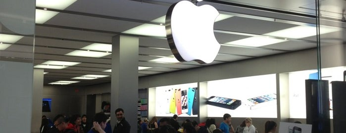 Apple Metrotown is one of Posti che sono piaciuti a Moe.