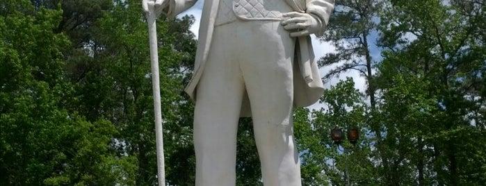 Sam Houston Statue is one of Houston hangouts.