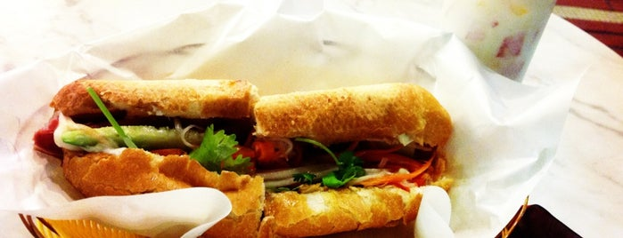 Sandwich Saigon Café is one of Crapshootさんのお気に入りスポット.