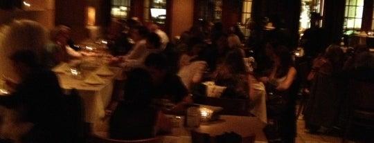 Aurora Restaurant is one of Raul'un Kaydettiği Mekanlar.