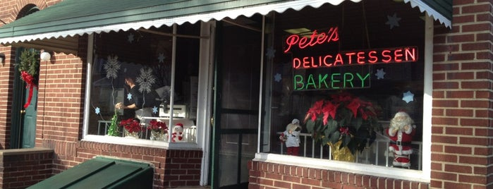 Pete's Deli is one of Orte, die George gefallen.