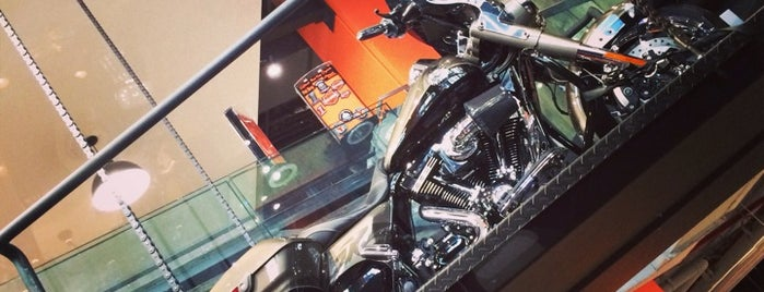 Harley-Davidson of New York City is one of Locais curtidos por Erik.
