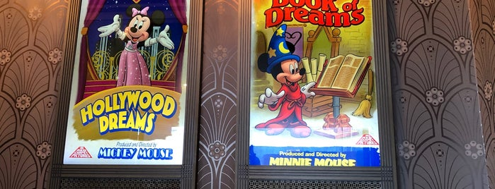 Mickey and Minnie Starring in Red Carpet Dreams is one of Lindsayeさんのお気に入りスポット.