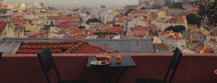 This Is Lisbon Hostel is one of สถานที่ที่ David ถูกใจ.